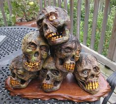 great three-part tutorial on corpsing skulls halloween decor decorations DIY