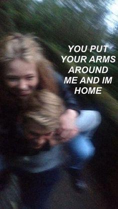 Você coloca seus braços ao meu redor e eu estou em casa <3