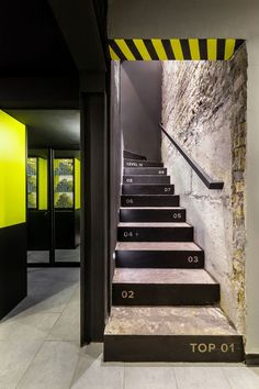 ЕБШ TRX BOX BAR on Interior Design Served - Tap the pin if you love super heroes too! Cause guess what? you will LOVE these super hero fitness shirt Gym Interior, Office Interior Design, Office Interiors, Interior Architecture, Club Design, Gym Design, Retail Design, Wall Design, Ambiance Hotel