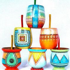 Resultado de imagen para mates pintados con acrilico Cactus Clipart, Painted Pots, Pottery Painting, Terracotta Pots, Flower Pots, Diy And Crafts, Graffiti, Handicraft, Crafty