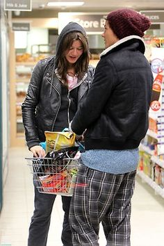Elounor <3 a beautiful couple and I haven't even heard her talk yet :/ oh well, still love them :)