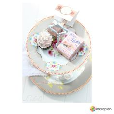"Blogger inspiration: DIY cake stand with ""crown white"" by http://lisbethscupcake.blogspot.de for www.koalaplan.com"