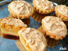 10db, 7-8 cm-es kosárkához   Hozzávalók  a tésztához: 30 dkg liszt, 20 dkg vaj, 8 dkg porcukor, 2 tojás sárgája,  fél citrom reszelt héja...
