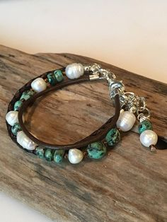 Leather BraceletLeather and Pearl Freshwater pearl and Leather Cord Bracelets, Memory Wire Bracelets, Leather Jewelry, Beaded Jewelry, Jewelry Bracelets, Jewelery, Jewelry Crafts, Jewelry Ideas, Jewelry Design