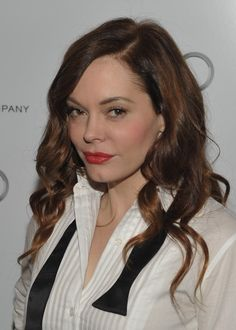 Rose McGowan Long Wavy Cut hair-and-beauty Rose Mcgowan, Natural Hair Inspiration, Beauty Recipe, Cute Hairstyles, Pretty Woman, Her Hair, Brown Hair, Beautiful People, Fashion Beauty