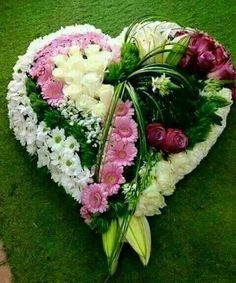 Flowers in a heart shape Arrangements Funéraires, Funeral Floral Arrangements, Beautiful Flower Arrangements, Church Flowers, Funeral Flowers, Wedding Flowers, Ikebana, Deco Floral, Arte Floral