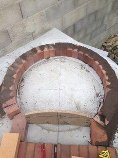 Construction du Four à pain/pizza - Mon four à pain en briques réfractaires Build A Pizza Oven, Diy Pizza Oven, Pizza Oven Outdoor, Pain Pizza, Oven Diy, Bread Oven, Four A Pizza, Primitive Kitchen Decor, Cooking Stove