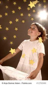 """""""Sterne fangen"""" – ein adventliches Sterntaler-Bewegungsspiel  """