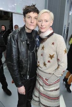 Casey Legler and Tilda Swinton Front Row at Chanel Couture Photo by Stéphane Feugère Tilda Swinton, Chanel Couture, Androgynous Fashion, Tomboy Fashion, Most Beautiful Women, Beautiful People, Transgender, Karl Otto, Tomboy Stil