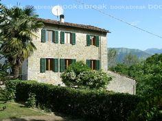 Italian Houses, Farm Holidays, Mountain Village, Village Houses, Mamma Mia, All Over The World, Tuscany, Lush, Bible