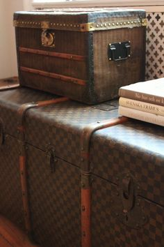 Antique LV trunks, perfect for my sis' travel room!!!