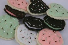 I would love to make J some felt food for her play kitchen. Cookies will be a great starting point!