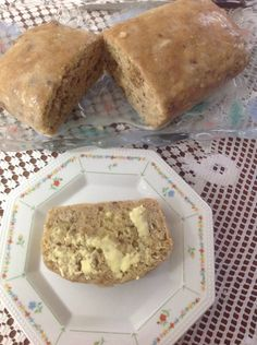 Banana and Walnut Loaf Vanilla Essence, Recipe For 4, Healthy Options, Slow Cooker Recipes, Banana Bread, Lunch Box, Baking, Desserts, Food
