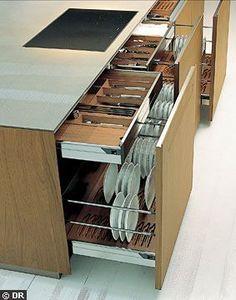 Ranger les assiettes à la verticale dans mon tiroir de cuisine - Meubles de cuisine : les nouveaux tiroirs ont la cote - CôtéMaison.fr