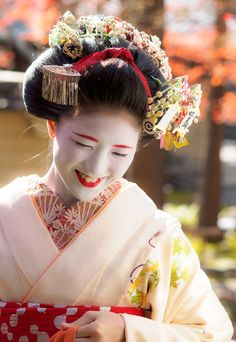舞妓 maiko 勝奈 katsuna 上七軒 KYOTO JAPAN  She is a senior maiko now! I'm so proud of her