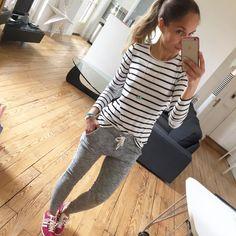 Grand ménage de printemps par ici ! Bon dimanche les filles #sundaytime#sundaylook#comfylook#comfyclothes#dailylook#ootd#instalook#instafashion#fashionpost#igers#whatimwearingtoday#stripes mariniere#hm jogging#bershka baskets#gazelle#adidasgazelle