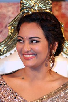 Sonakshi Sinha at the music launch of Lingaa.