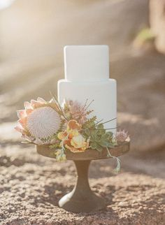 Protea is one of the latest trends in so have a look at the ideas to make your wedding super trendy! Protea bouquets are awesome and very original – Wedding Cake Designs, Wedding Cakes, Wedding Venues, Destination Wedding, Wedding Gowns, Protea Wedding, Wedding Flowers, Chic Wedding, Dream Wedding