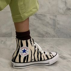 Mode Converse, Sneakers Mode, Sneakers Fashion, Fashion Shoes, Shoes Sneakers, Green Converse, Denim Shoes, Canvas Sneakers, Dr Shoes
