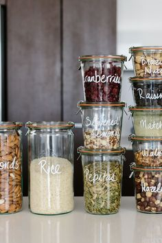 Pantry-Organisation: Tipps für eine gesunde Vorratskammer Pantry organization ideas – I've got several tips for creating a healthy pantry and moving all your storage containers to glass jars. - Own Kitchen Pantry Kitchen Organization Pantry, Diy Kitchen Storage, Container Organization, Organization Ideas, Storage Ideas, Organized Pantry, Pantry Storage Containers, Pantry Ideas, Storage Room