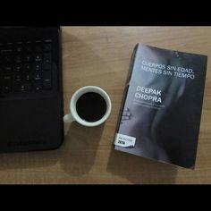 #Fotografia Tiempo para todo... Maracay, edo. Aragua. Venezuela.-  Despertar con muchas ideas diluídas en un café con un toque de inspiración desde el interior hacia el Universo.   Entendiendo que el cuerpo se vence con el paso del tiempo, la mente se hace eterna y podemos buscar una línea de balance para administrar las bondades de la vida...  #infinito #tiempo #cuerpo #mente #cafe #working #reading #book #coffee #life #quotes #pensamientos #deepak #morning #saturday #bw #copywritter #ceo…