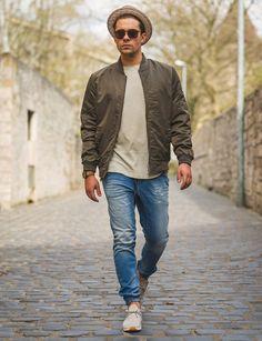 Look of the Friday! Die Replay Denim ist cool wie eine Jeans, bequem wie eine Sweatpant. Dazu passend für den Übergang, die leichte ONLY & SONS Jacke. https://goo.gl/ckkCv6