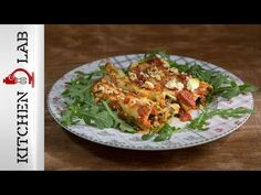 Spinach and feta cannelloni by Greek chef Akis Petretzikis. An easy delicious cannelloni pasta recipe with tomato sauce, spinach, feta cheese and Greek herbs! Roast Chicken Recipes, Veggie Recipes, Pasta Recipes, Cooking Recipes, Veggie Meals, Sweets Recipes, Greek Roasted Chicken, Roasted Eggplant Dip, Cannelloni Recipes