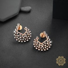 Check out these pretty Indian diamond earrings designs online by the brand Manubhai Jewellers. Pink Gold Rings, Pink Wedding Rings, Gold Rings Jewelry, Pink Jewelry, Wedding Rings Vintage, Ear Jewelry, Gold Bracelets, Wedding Jewelry, Jewellery Box