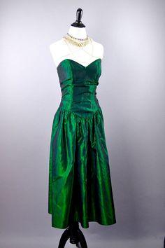 994fe66e720 Emerald City · 1980s Green Prom Dress  Wicked Witch Dress by Sassafrassxoxo  Witch Dress
