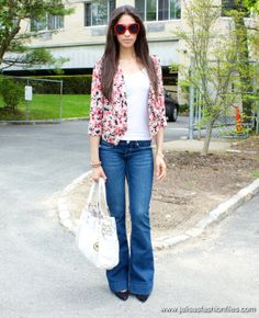 Love this, pear outfit, wide leg jeans, colorful patterned cardigan, tres magnific