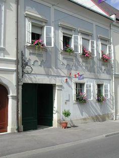 Haydn-Haus Eisenstadt © Haydn-Haus Eisenstadt Austria Tourism, Salzburg, Switzerland, Places, Outdoor Decor, Travel, Beautiful, Austria, House