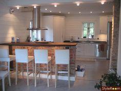 Vårat kök i New England stil! Deck Design, Spotlights, Home Kitchens, Kitchen Dining, Villa, Backyard, Interior Design, Table, Inspiration