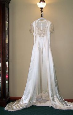 Timeless Antique 1940s Candlelight Ivory Satin and by Cupidsarrow, $1100.00