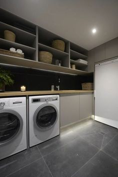 Waschküche, hohe Regale, Waschmaschine und Trockner ausstatten tips tips and tricks tips for big families tips for hard water tips for towels Modern Laundry Rooms, Farmhouse Laundry Room, Modern Room, Washroom Design, Laundry Room Design, Küchen Design, House Design, Design Ideas, Interior Design