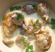 bonjour les momozamis! une recette bien sympa ,facile pour ce midi avec une sauce à ...saucer pour 4 personnes: préparation et cuisson thermomix:50MN -4 cuisses de poulet fermier -1 échalote -1 gousse ail -1 càs huile olive -1 branche de thym -200G d'eau...