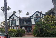 @sandiegocestbeau posted to Instagram: Ces maisons à colombages 🏡 sont de style architectural Tudor. Venez les découvrir en vous baladant à Coronado et ne passez pas à coté sans vous arrêter sur leurs 👀 beautés. #tudor #lifeisgood #lifeisbeautiful #sandiegoliving #sandiegolife #sd #exploresandiego #sandiego #relocation #sandiego_ca #tourisme #california #conquer_sd #mysdphoto #allthingssd #sandiegogram #visitsd #sandiegocestbeau #expatusa #frenchmom #francaisauxusa #french Coronado San Diego, Coronado Bridge, Visit San Diego, Coronado Island, Visit California, Road Trip Usa, Cool Pictures, Tudor, House Styles