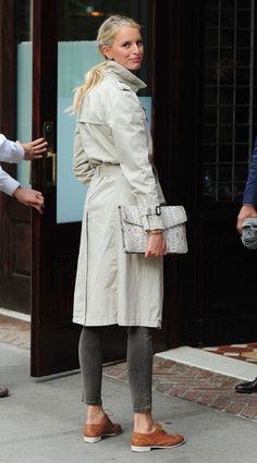 Karolina Kurkova in a classic trench, cropped skinny jeans & oxfords #style #fashion #modeloffduty