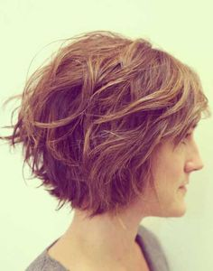 Short Wavy Bob Hairstyles For Women Wavy Bob Haircuts Haircut Stacked Bob Short Hair Styles Haircuts For Wavy Hair Chin Chic Wavy Bob Haircut Side View Best Sho Shaggy Bob Haircut, Wavy Bob Haircuts, Layered Haircuts, Lob Haircut, Haircut Styles, Popular Short Haircuts, Latest Short Hairstyles, Winter Hairstyles, Cool Hairstyles