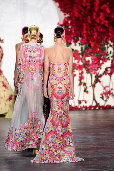 Naeem Khan Spring/Summer 2016 Photo: Frazer Harrison/Getty Images  via @AOL_Lifestyle Read more: http://www.aol.com/article/2015/09/17/j-crews-familiar-style-staples-made-fresh-for-2016-spring-summe/21237405/?a_dgi=aolshare_pinterest#fullscreen