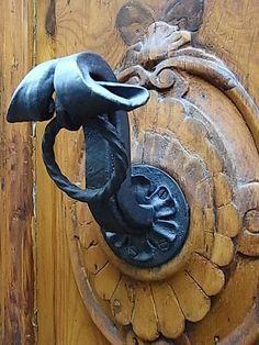 Another great door handle in Florence.