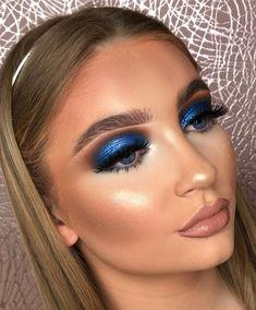 Makeup Eye Looks, Eye Makeup Art, Sexy Makeup, Eye Makeup Tips, Makeup Trends, Beauty Makeup, Blue Eyeshadow Makeup, Peach Makeup, Blue Makeup
