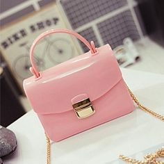 Loving the soft pink color from these shoulder bag! Perfect to take when you go for a coffee with a friend <3 Repin if you also like it.