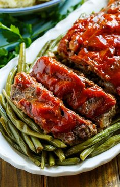 Classic Meatloaf - Spicy Southern Kitchen Cooking For Beginners, Cooking Tips, Easy Cooking, Healthy Cooking, Vegetarian Recipes Easy, Easy Dinner Recipes, Easy Meals, Southern Meatloaf Recipe, Fish And Meat