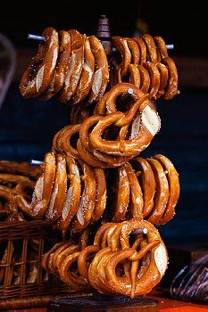 These Brezel (German spelling) are the real deal! Oktoberfest Party, Oktoberfest Hairstyle, German Oktoberfest, Tapas, Brunch, Beer Festival, Food Porn, Food And Drink, Snacks