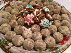 Mézeskalács golyó Dog Food Recipes, Dessert Recipes, Lollipop Candy, Edible Gifts, Christmas Desserts, Fudge, Cereal, Xmas, Sweets