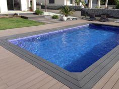 tarima exterior composite alrededor de piscina, se han utilizado un color marron medio y un color antracita #tarimaexteriorcomposite