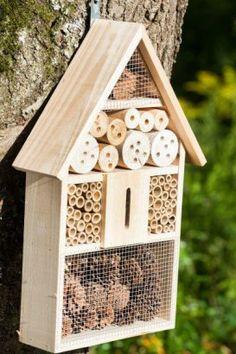 Insect Hotel Bauanleitung - All About Bug Hotel, Backyard Projects, Garden Projects, Terrarium Diy, Garden Shop, Bird Houses, Outdoor Gardens, Garden Design, Diy And Crafts