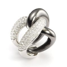 An interpreter of contemporary luxury, Mattioli is distinctive, known for its original style, melding classic design with timeless modern appeal, their jewelry exuding a particularly soft and enveloping fluidity in the lines. Diamond Rings, Diamond Jewelry, Jewelry Box, Cufflinks, Wedding Rings, Engagement Rings, Jewels, Contemporary, How To Make