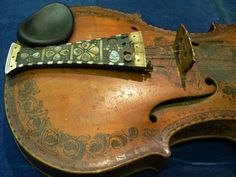 https://flic.kr/p/5Nha8B | Ødegaarden hardingfele 01 | Hardanger fiddle by A. H. Ødegaarden, Norway Valley, Alberta (1927)