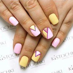 Маникюр жёлтый розовый треугольники лето